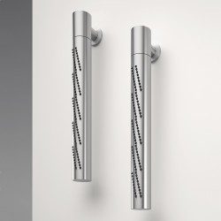 Z316 Vertical tubolar revolving wall-mounted showerhead with Flyfall
